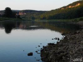 Am Ufer der Elbe in der Sächsischen Schweiz
